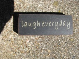 31418LE - Laugh Everyday wood block