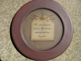 31571H - He who kneels before God can stand before anyone Wood Plate